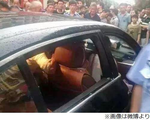 灼熱の車内に閉じ込められ意識を失う子供 母親「窓は割らないで…これBMWなのよ」